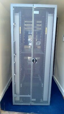 HP 42U Server Rack Cabinet Enclosure With Front & Back Doors  • 500£