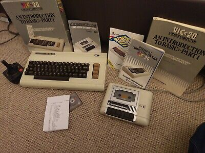 Commodore VIC-20 Bundle With Joystick, Games And Manuals • 79.99£