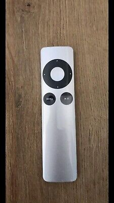 Genuine Apple Remote • 5£