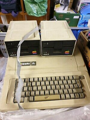 RARE VINTAGE APPLE IIe COMPUTER SYSTEM With 2 * FLOPPY DRIVES • 90£