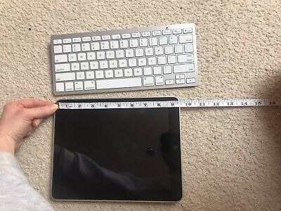 32gb IPad, Bluetooth Keyboard And Pink Case Included • 50£